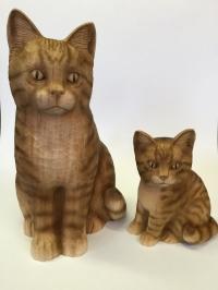 Grosse und kleine Katze