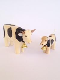 Kuh mit Kalb schwarz gefleckt