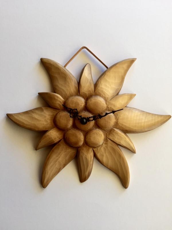 wanduhr edelweiss wanduhren holzschnitzerei trummer woodcarving. Black Bedroom Furniture Sets. Home Design Ideas